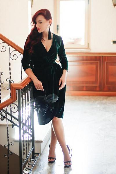 2019 Yeni Zümrüt Yeşil Kadife Abiye Diz Boyu Büyüleyici parti Kokteyl Elbise Uzun Kollu Örgün Gelin Kıyafeti Özel Derin V Boyun 78