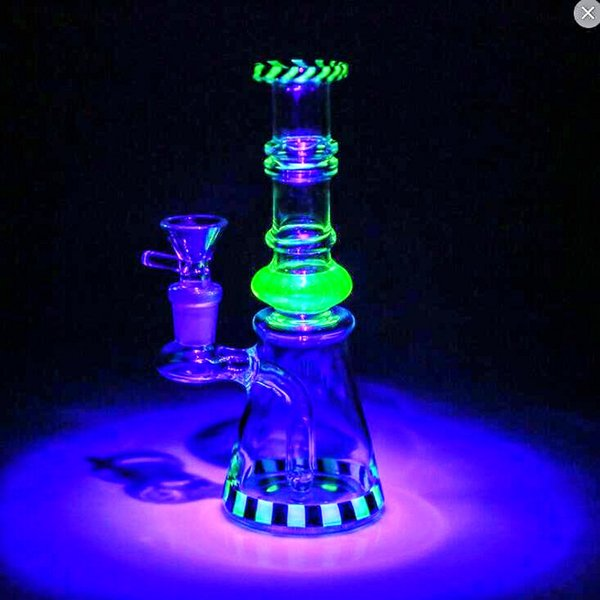 BEST SELLING 18 Cm Tall Uv Glass Bongs Recycle Oil Rigs Glass Bongs Noctilucence Newest Striped Smoking Hookahs Heady Smoking Water Pipes