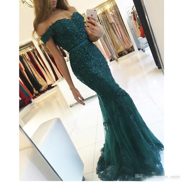 2017 Designer Dark Green Off the Shoulder Sweetheart evening gowns Appliqued Beaded Short Sleeve Lace Mermaid Prom Bridesmaid Dresses