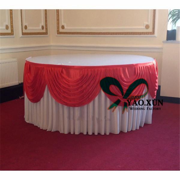 Jupe de table en soie de glace blanche ronde de belle couleur avec le haut Swag rouge pour la décoration de mariage