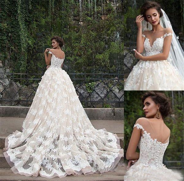 top popular Illusion Boat Neck Short Sleeves A-line Floral Appliques Plus Size Chapel Train Bridal Gowns Champagne Retro Zuhair Murad Lace Wedding Dress 2021