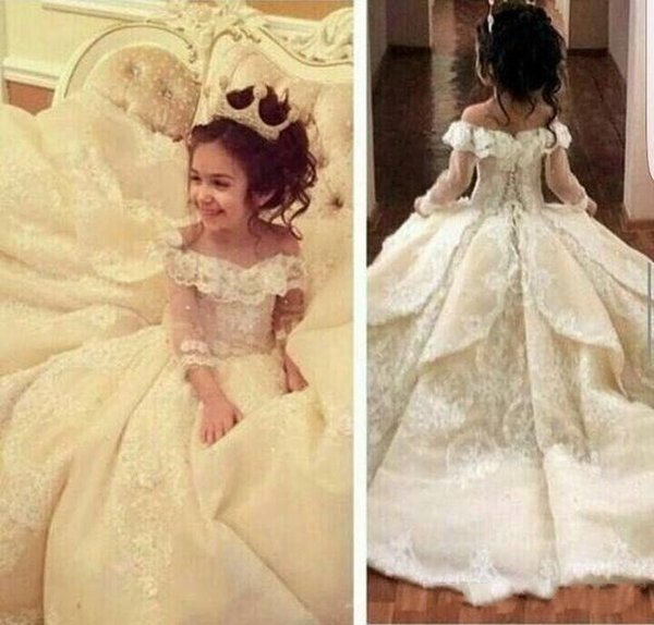 top popular Sweety Off The Shoulder Ball Gown Flower Girl Dresses Special Occasion For Weddings Floor Length Kids Pageant Gowns Applique Communion Dress 2019