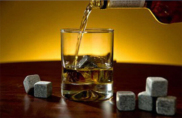 top popular In bulk High Quality Natural Whiskey Stones Whisky Stones Cooler Whisky Rock Soapstone Ice Cube With 100pcs TA179 2021