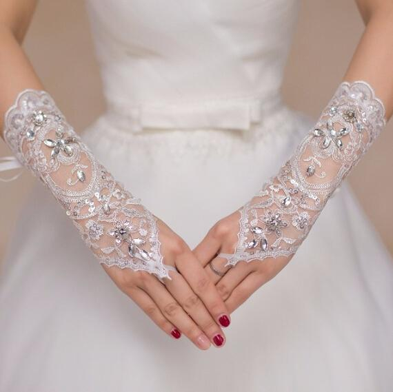 2017 Wedding Gloves Beaded Glove One Size White Fingerless Crystal Lace Sequin Short Bridal Gloves Elbow Wedding Accessory Cheap