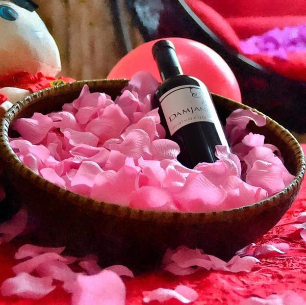 Al por mayor-Envío gratuito pétalos de rosa decoración de la boda flores artificiales para la decoración de flores de seda flores decorativas guirnaldas