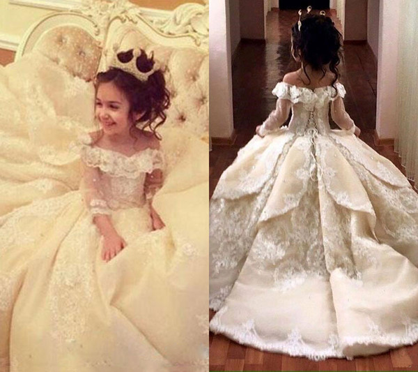 top popular Vintage Lace Appliqued Pageant Dresses With Long Sleeves Ball Gown Flower Girl Dress Off Shoulder Sweep Train Kid First Communion Gowns 2020