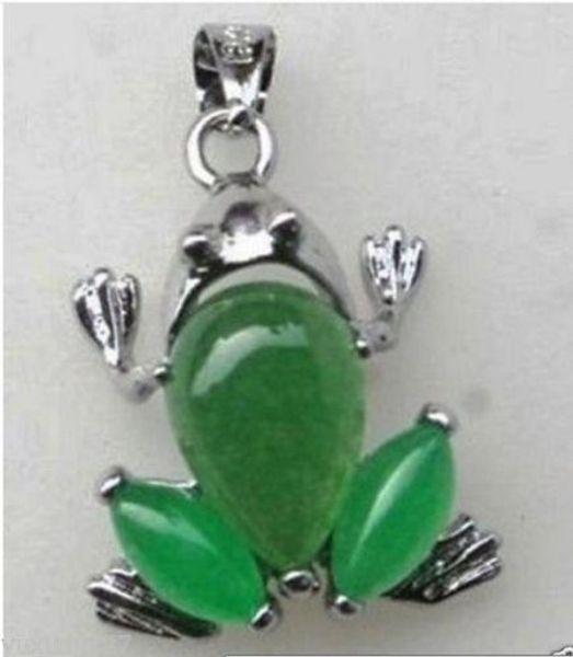 neuer schöner grüner Jade-Frosch-Halskettenanhänger + freie Kette