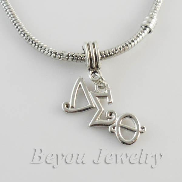 Al por mayor-Griego Delta Sigma Theta Sorority alfabeto encanto DST encantos producto con langosta clasper o anillo 10pcs 1 lot