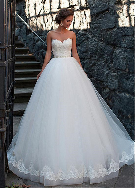 best selling Amazing Tulle Sweetheart Neckline Ball Gown Wedding Dresses With Lace Appliques Beading Sash Bridal Dress vestido de novia
