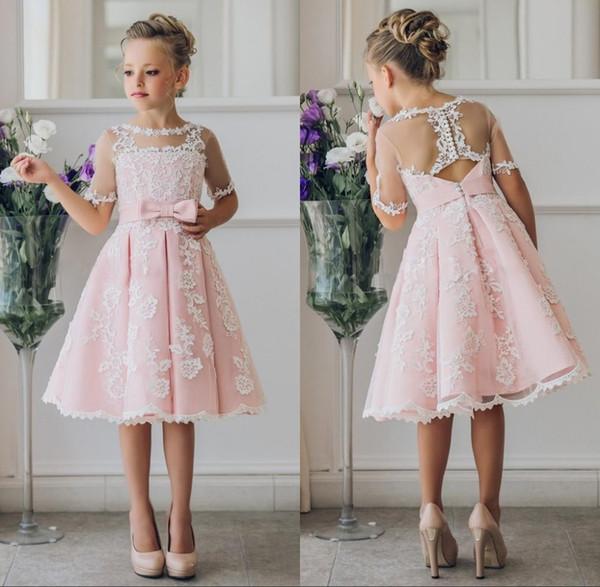 Fancy Blush Pink Comunione Flower Girl Dress con appliques Mezze maniche al ginocchio Lunghezza Girls Pageant Gown con fiocchi al fiocco per il Natale