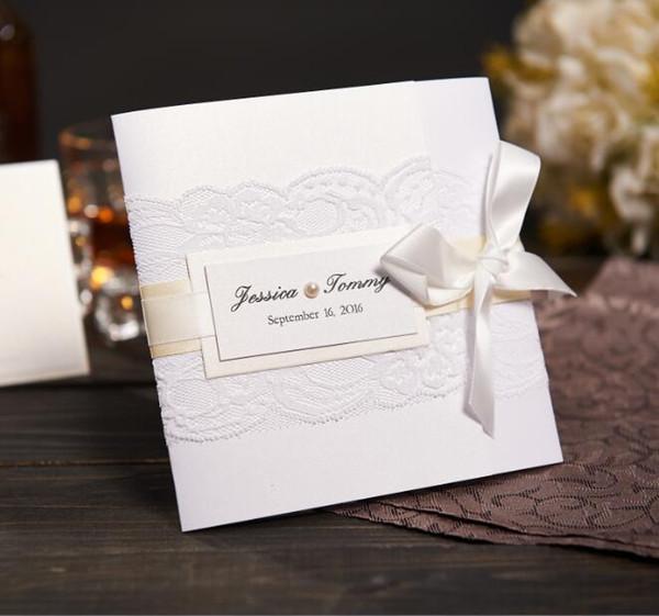 Großhandels-Elegante Spitze-Hochzeits-Einladungen mit Perlen-Band-kundenspezifischen weißen Hochzeits-Karten NK-305 mit RSVP Umschlag Freies Verschiffen