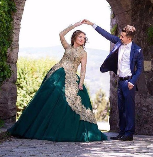Morden Ball Gown Arabic Style Evening Dresses Long Sleeves Beaded Emerald Green Evening Gowns with Gold Appliques