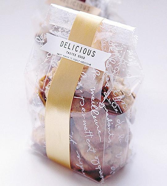 50Pcs löschen Plastikplätzchen-Taschen mit Goldpapier-Brett und geben Aufkleber-transparente Zellophan-Taschen für Hochzeit Diy Bakery frei