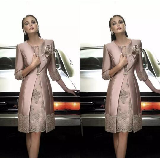 2017 Elegante Carla Ruiz Longitud de la rodilla Madre de la novia Novio Trajes de tamaño largo Chaqueta larga Apliques Encaje Vestidos de boda invitados