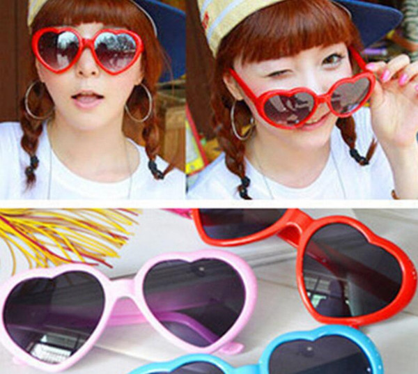 LUNETTES DE SOLEIL en forme de coeur chaud mode Shades Sunnies Forme rétro costume en plastique Lunettes de monture 10 couleur KKA3285