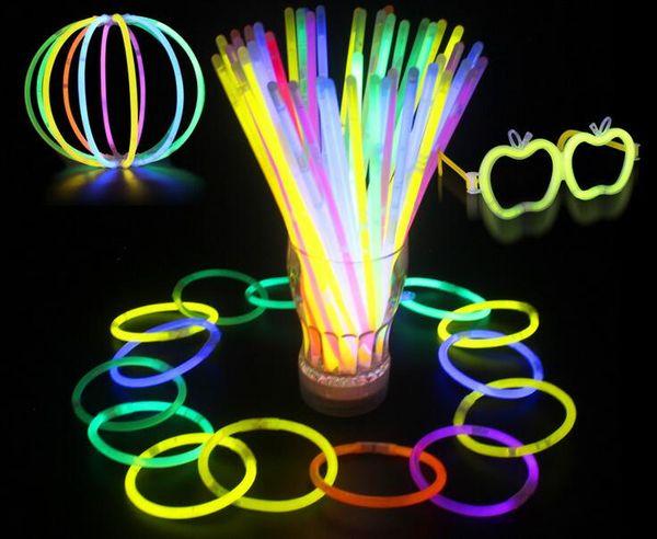 Multi Couleur Hot Glow Stick Bracelet Colliers Neon Party LED Clignotant Baguette Baguette Nouveauté Jouet LED Concert Vocal LED Flash Sticks 200pcs