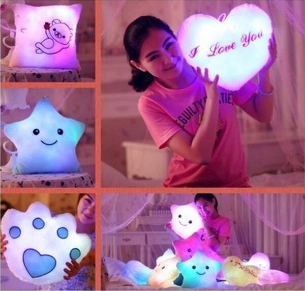 Ücretsiz Gemi 1 Takım led flaş ışığı Yıldız Paw Kalp Aşk yastık yastık LED müzikal yedi renk değiştirme yastık Parti Doğum Günü Noel Hediyesi