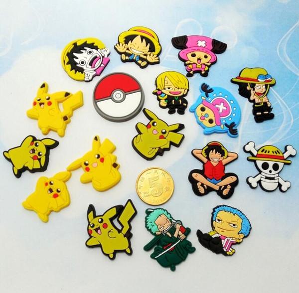 Commercio all'ingrosso di New Pikachu One Piece cartoon Morbido accessori decorazione scarpa Charms Flat PVC fai da te Gadget Novità bambini regali