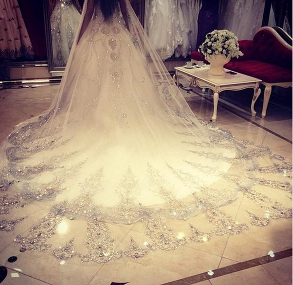 Promotion 3.5m Luxurious Crystal Wedding Veil 3.5 Meters Long Top Quality Cathedral Veil Beige / White Color Crystal Wedding Accessories