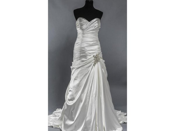 Free shipping Classic Romance A Line Sweetheart Bridal Gown Ruched Satin Crystals Wedding Dress Casamento Custom Made COR-59 Robe De Moriee