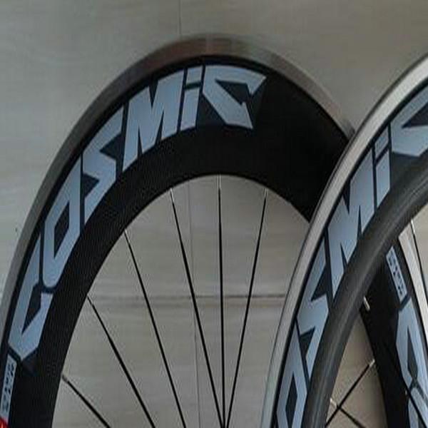 2018 nueva llegada calcomanía azul cos bicicleta de carretera ruedas de carbono 50mm remachador 3k acabado de basalto ruedas de bicicleta de superficie con 350 bujes