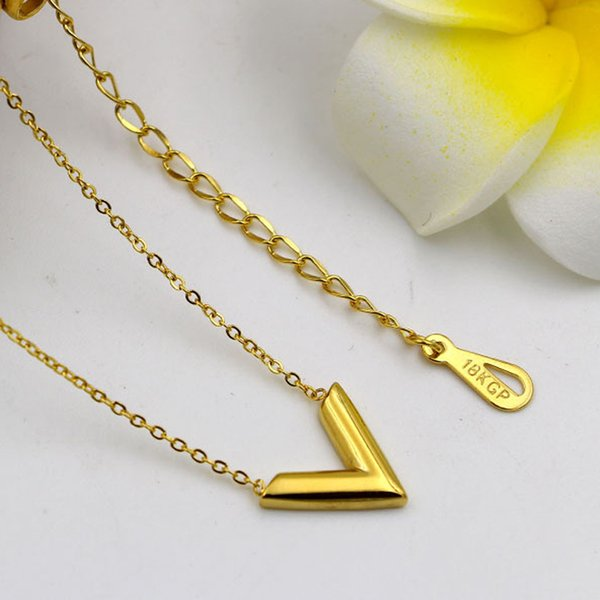 Korean alphabet necklace fashion ladies all-match stereo V short necklace jewelry factory direct clavicle