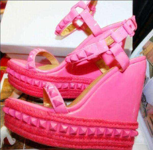 싸구려 여자 신발 여름 리벳 박힌 검투 사 Sandalias 패션 숙녀 열기 정면 플랫폼 웨지 샌들 골드 블랙 핑크