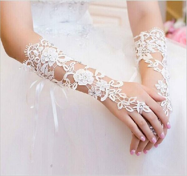 Hot Selling Lace Appliques Below Elbow Length Bridal Gloves Short Wedding Glove Fingerless White In stock