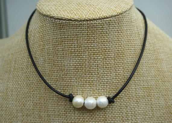 JLN High Luster Three PCS de blanco cultivadas de agua dulce de perlas collar de gargantilla de cuero hecho a mano de perlas de agua dulce de la joyería