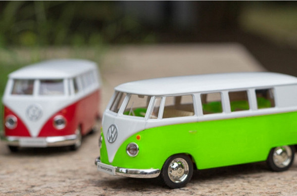 1:36 Scale Diecast Alloy Car Model For TheVolkswagen MicroBus T1 Transporter Classic Bus 1962 Collection Model Pull Back Toys
