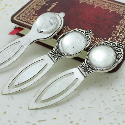 top popular Antique silver Alloy Cameo Flower Steel Bookmarks 24*83mm Fit 20mm Round Cabochon Settings + Clear Glass Cabochons A4270-1 2019