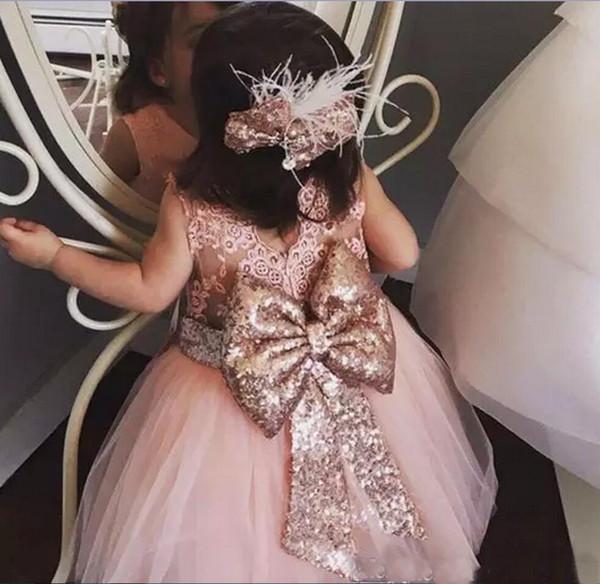Erröten Rosa Tüll Baby Kleinkind Kleinkind Blumenmädchenkleider Rose Gold Pailletten Bogen Spitze Rundhalsausschnitt Hochzeit Party Kleider Tutu Geburtstag Party Kleid