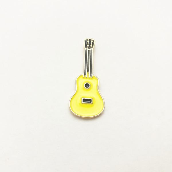 Broche de goteo de aceite Cartoon Parrot Flamingo Guitarra Five Pointed Star Pin de esmalte Aleación Insignia Regalo encantador creativo 1 5yxb F R