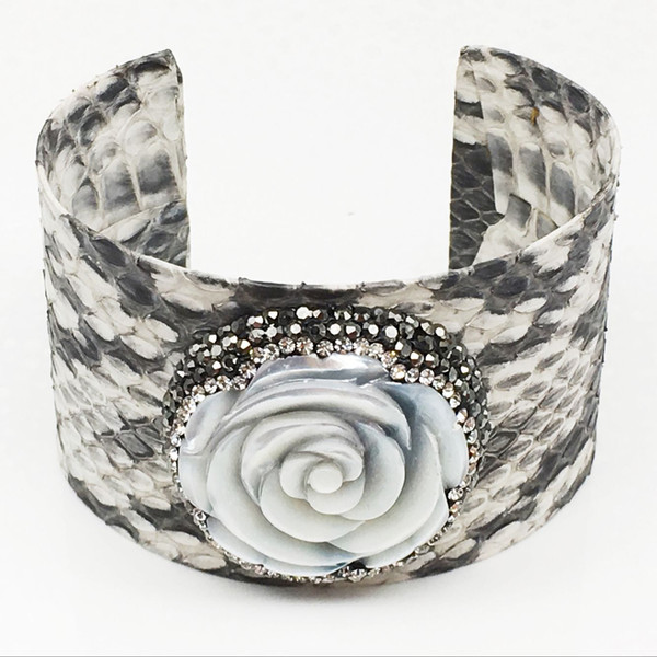 1pcs Natural Snakeskin with Shell Bangle Pave Crystal Leather 35mm Bangle Cuff White / Black Snakeskin Fashion Jewelry