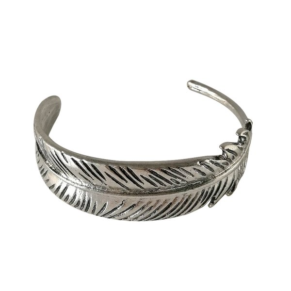 top popular Wholesale Vintage Silver Gold Plated Feather Bangles for Woman Metal Big Feather Leaf Charms Bracelet Bangles Women Open Size Jewelry Gifts 2021