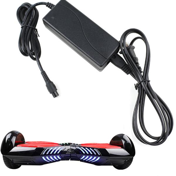 Universal Hoverboard Carregador Eletrônico Scooters Carregador de Bateria para a roda de equilíbrio inteligente EUA REINO UNIDO AU UE Plugs 100-240 V 2A Melhor Qualidade DHL