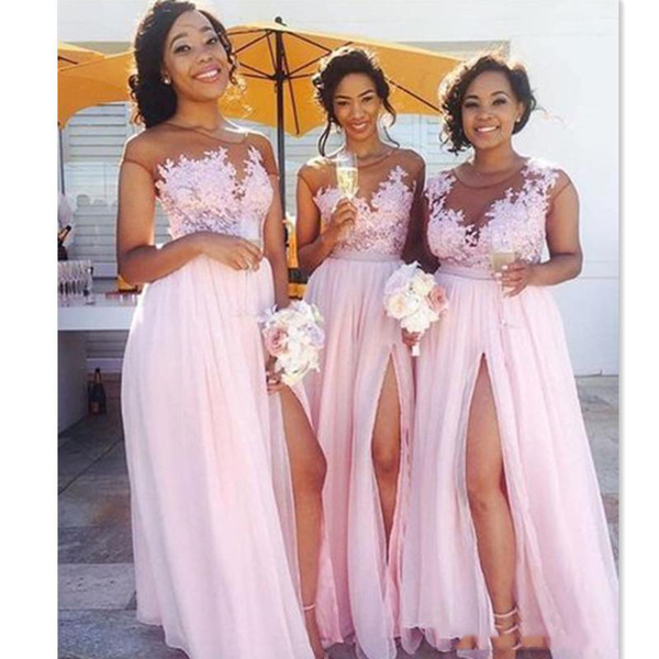 Sexy Pink Chiffon Long Beach Country Bridesmaid Dresses Illusion Top Floral Boat Neck Formal Prom Dress Front Slit Maid Of Honor Gown Robes