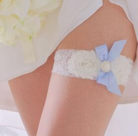 Cute Sexy Lace Wedding leg Garter Toss Garter Ivory Stretch Lace with Blue Bow White Flowers Wedding Garters Bridal