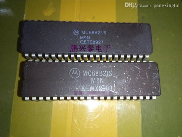 MC68B21S , 16 I/O, PIA-GENERAL PURPOSE / 68B21 Micro processor / Old cpu Collect . MC68B21 . 40 Pin Ceramic package . CDIP40 / IC