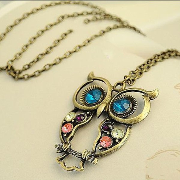 Wholesale-New Vintage Retro Hollow Carved Owl Necklace Crystal Rhinestone Jewelry Pendent Necklace Saint of love Short Animal Necklace
