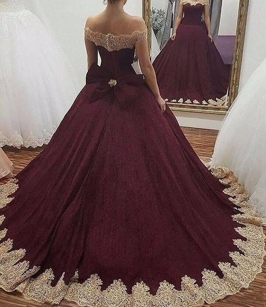 Burgundy Off the Shoulder Ball Gown Prom Dresses 2019 Gold Lace Appliqued Sweet 16 Ball Gowns Quinceanera Dresses Corset Back With Bow
