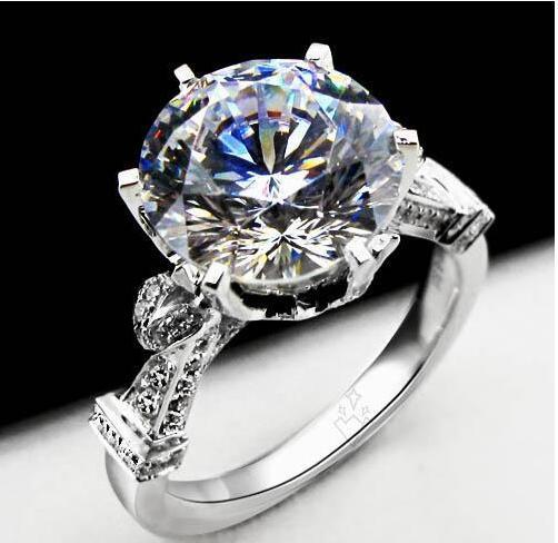 New 925 Sterling Silver 18k White Gold Plated 4ct NSCD Synthetic Diamond Women Wedding Ring Classic Jewelry Engagement Royal Court Style