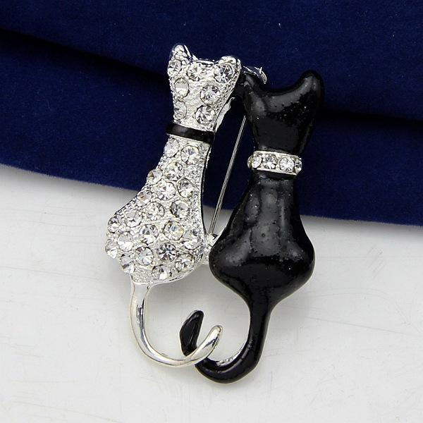 Crystal Black And White Cat Brooch and Scarf Holder Gifts For Mother's Day Bridal Wedding Pins Silver Plated XZ20