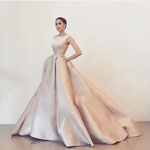 2017 Diseño Simple Vestidos De Fiesta O Cuello sin mangas Puffy Ball Gown Vestidos de noche de la vendimia Árabe Prom Vestidos del partido