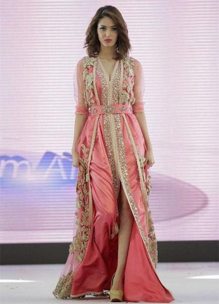 Fashion Side Side Vestidos árabes Vestido de noche con medias mangas Con cuello en v Sequined Vestido formal Aplique Longitud del piso Cristales Vestidos de noche