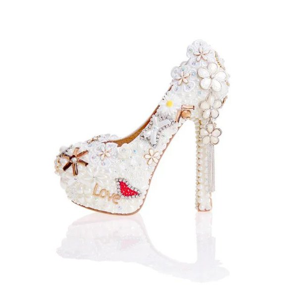 2017 Pearl Wedding Dress Shoes in White Clor Gorgeous Design Flower Tassel Rhinestone Bridal Shoes Love Style Party Prom Pumps