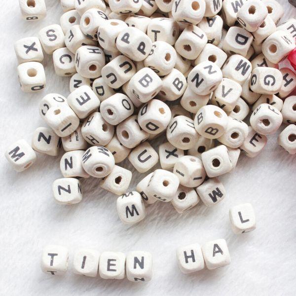 Perles de bois 200 pcs / lot Alphabet naturel / Lettre Cube Perles en bois 8x8mm 10x10mm pour la fabrication de bijoux Bracelet bricolage Neklace perles en vrac
