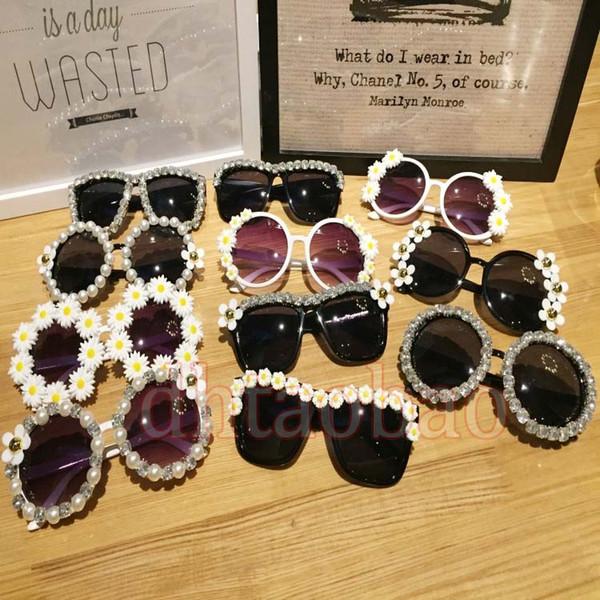 Moq = 10 unids Nuevo Verano Hermosas Mujeres Lindas Moda Seaside Exquisito Viaje Flores Gafas de Sol Beach Glasses UV400 16 Colores Envío Gratis
