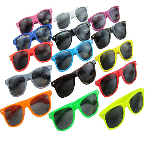 best selling 14 colors hot sale classic style sunglasses women and men modern beach sunglasses Multi-color sunglasses