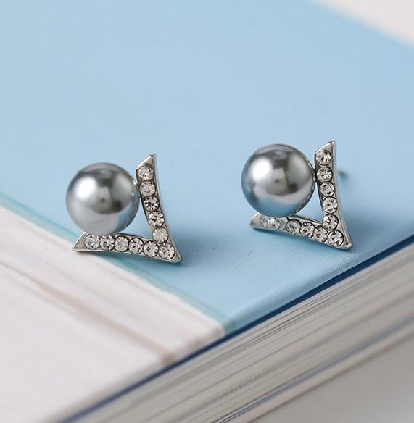 New Women Fashion Stud Earrings 925 Sterling Silver Zircon V Type 8MM White Gray Pearl Stud Earrrings For Wedding Party Gifts DY